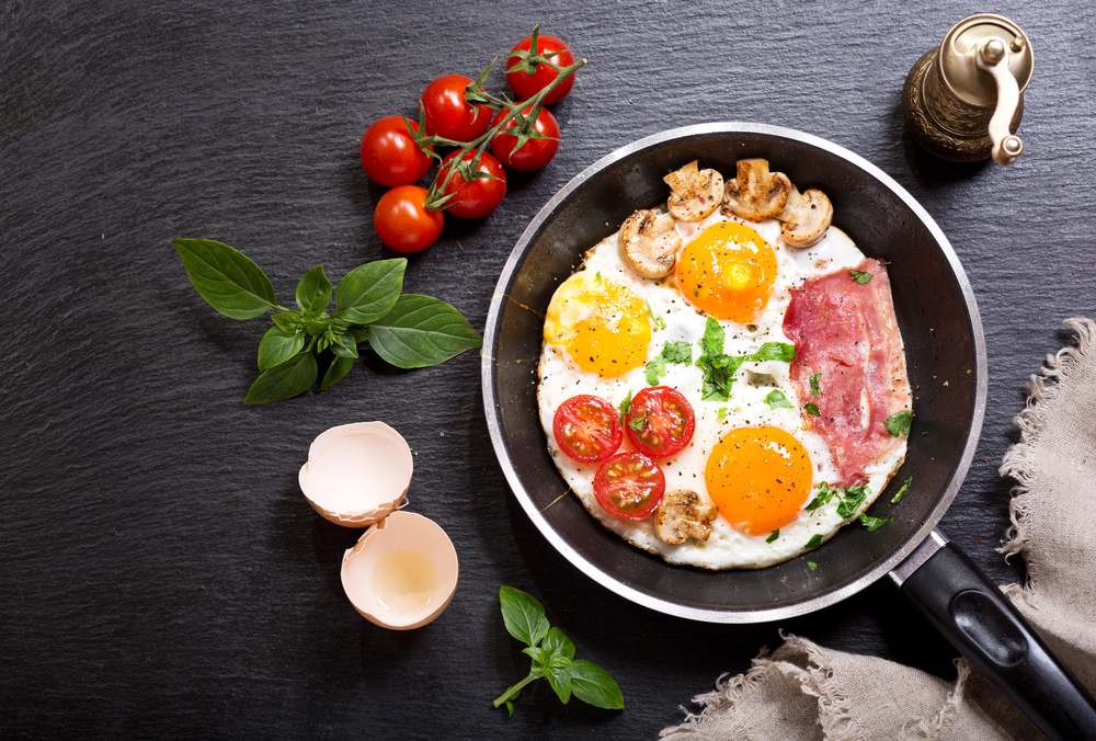 Yes! We supply all your provisions for a wonderful Cooked and Continental Breakfast each morning!